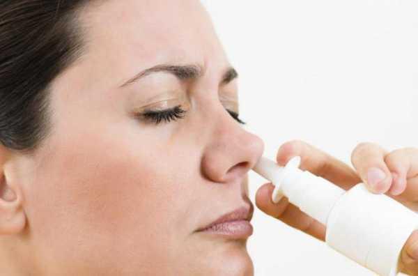 Спрей наносится в каждую пазуху носа